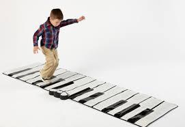 פסנתר ריצפתי ענק