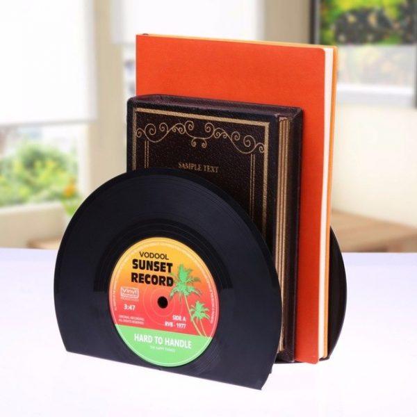 מחזיק ספרים בצורת תקליט